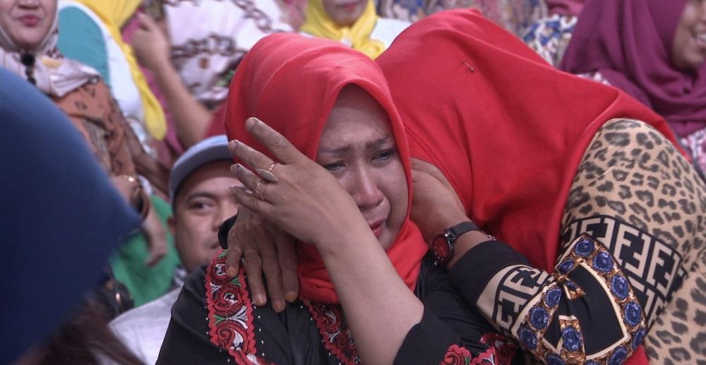 Momen Haru Pendukung Saat Menangisi Tersenggolnya Alif (Kalimantan Timur) Dari Panggung LIDA 2019