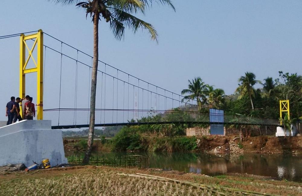 Jembatan Asa Di Desa Sirna Bhakti, Kecamatan Pamengpeuk, Kabupaten Garut – Jawa Barat