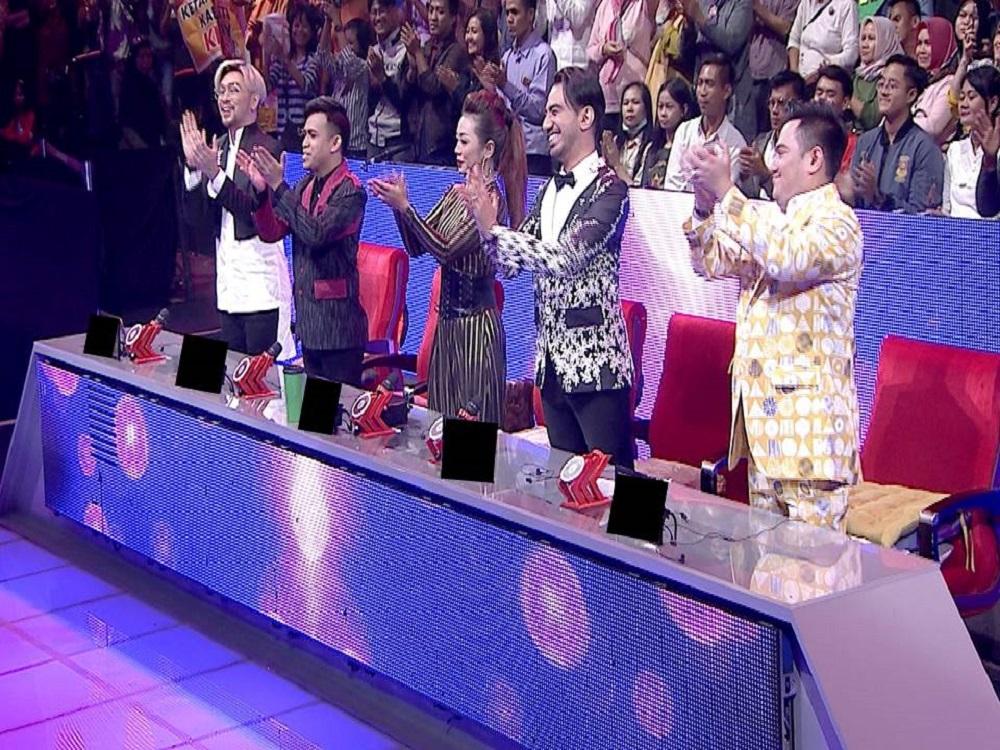Standing Ovation Dari Semua Dewan Juri Atas Penampilan Memukau Wulan (Banten) Dengan Rara LIDA