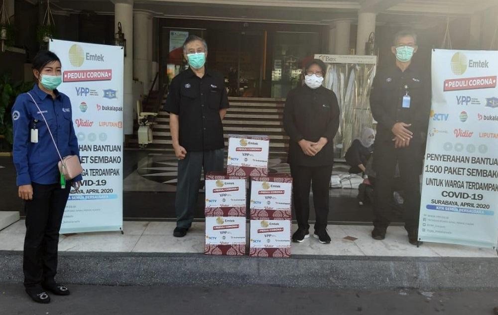 Serah Terima Bantuan 1500 Paket Sembako dari EMTEK PEduli Corona ke Walikota Surabaya Ibu Tri Rismaharini