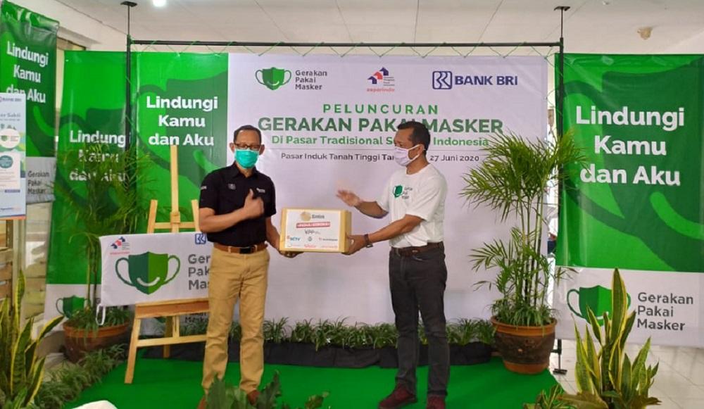 Dukung Gerakan Pakai Masker, EMTEK Peduli Corona Sumbangkan 100.000 Masker Kain Kepada Joko Setiyanto Selaku Ketua Umum Asosiasi Pengelola Pasar Indonesia (Asparindo)
