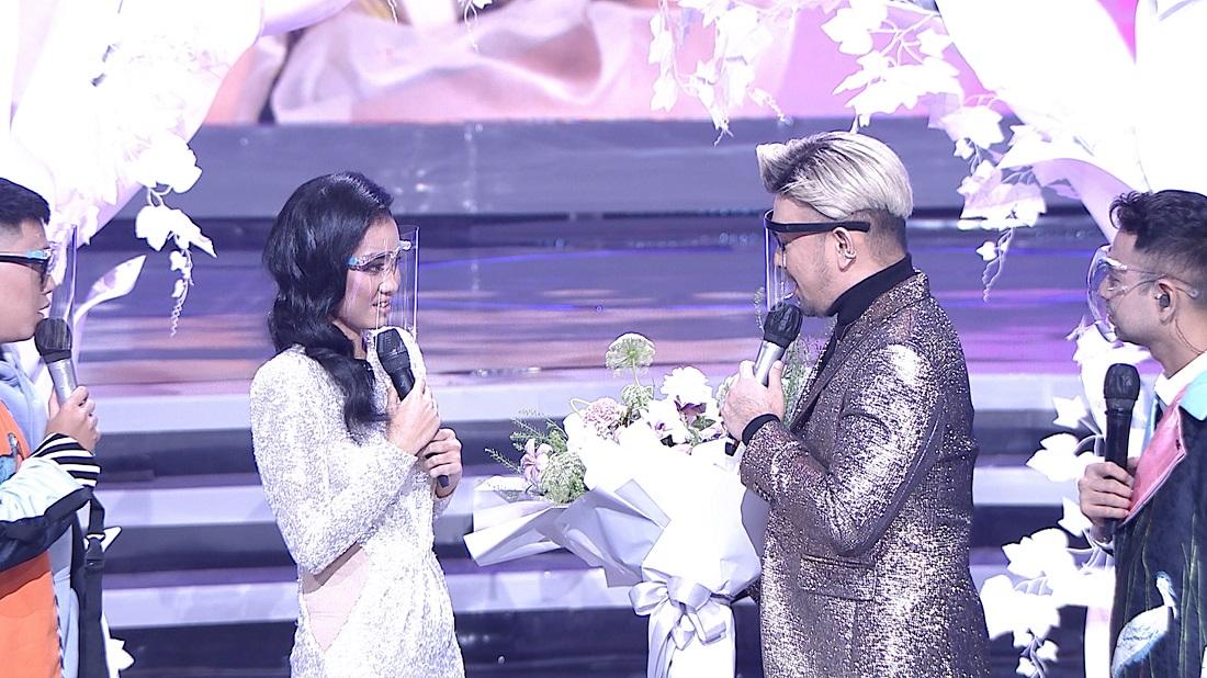 Caren Delano Spesial Berikan Karangan Bunga Untuk Jessica (Jakarta)