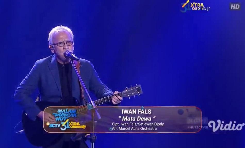 Iwan Fals membuka Panggung Malam puncak HUT SCTV 31